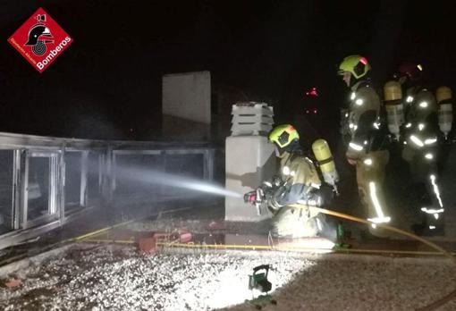 El fuego ha destruido los contadores de gas del rascacielos