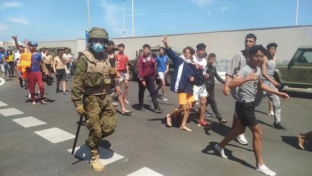 Interior expulsa a 4.000 inmigrantes, la mitad de los llegados a Ceuta, y habilita un sistema de devolución de 24 horas