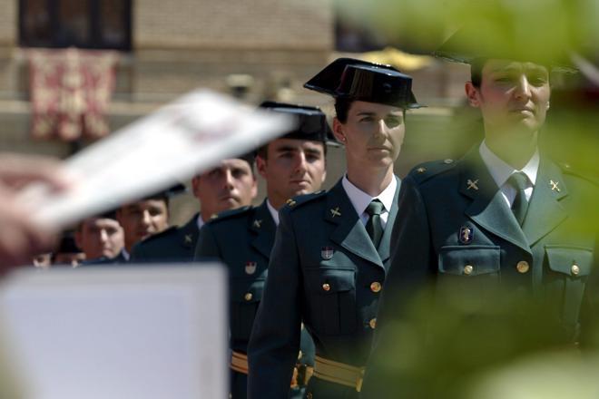 El prestigio de la Guardia Civil y el Ejército ha ido a más gracias a las misiones de paz, la profesionalización militar y la incorporación progresiva de la mujer a las Fuerzas y Cuerpos de Seguridad del Estado