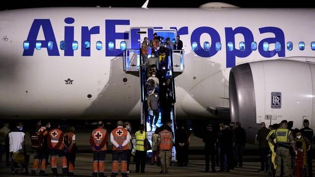 Veinticuatro afganos han llegado a España por sus propios medios desde...