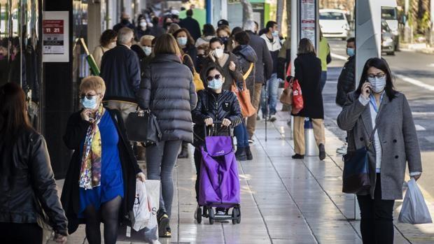 Los contagios de coronavirus se disparan un sesenta por ciento en la Comunidad Valenciana tras el final de las restricciones