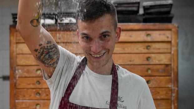 Enric Badia, el artista del pan que jugaba haciendo cruasanes