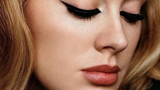 Adele reaparece con nueva imagen y nuevo disco «25»