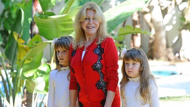 Tita Thyssen con sus hijas