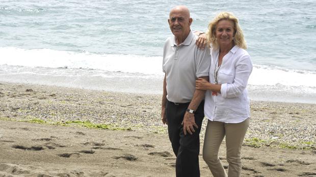 Yeyo Llagostera y su mujer en Trocadero, playa de Marbella