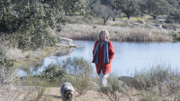 Nora de Liechtenstein, durante un paseo por la finca cacereña