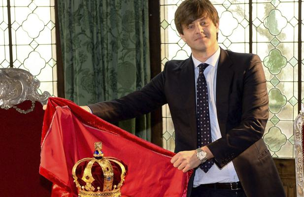 El príncipe heredero de Ernesto Augusto descubre la corona de Hannover