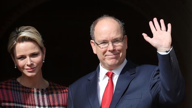 Charlene y Alberto de Mónaco en la fiesta de Santa Devota