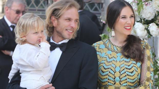 Andrea Casiraghi y Tatiana Santo Domingo con su hijo mayor, Sacha