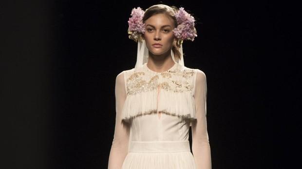 El romántico vestido de novia de Teresa Helbig en blanco roto
