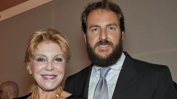 Tita Cervera y su hijo