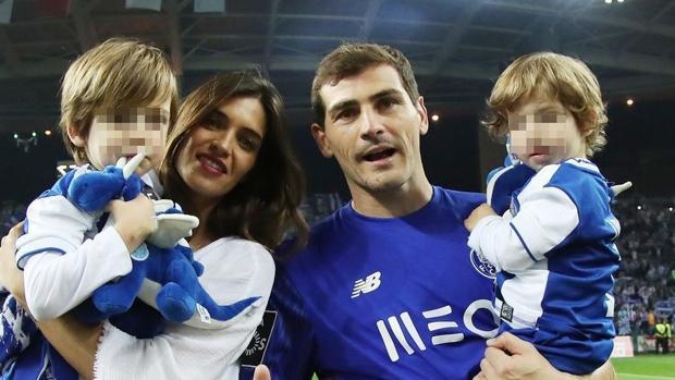 Sara Carbonero e Iker Casillas junto a sus hijos, Martín y Lucas