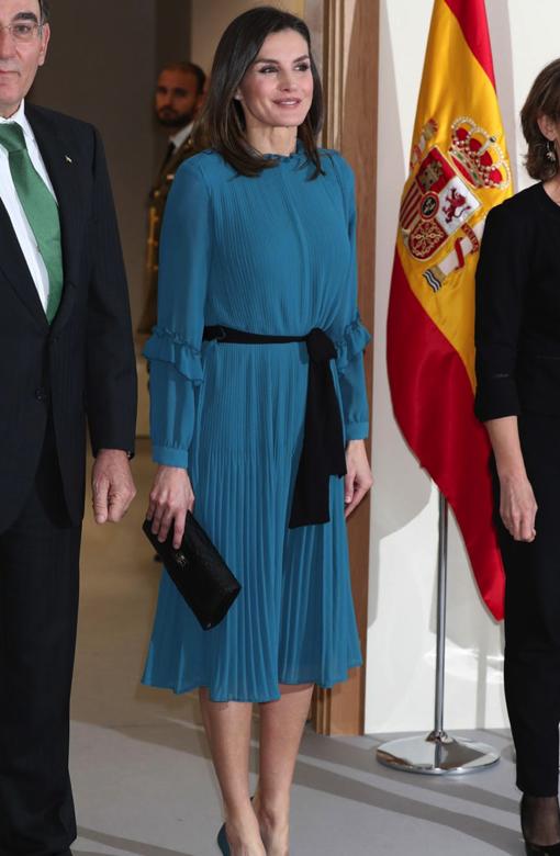 La Reina Letizia con bolso de Lidia Faro en color negro