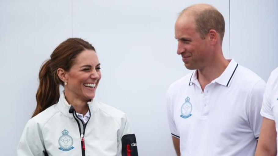Los Duques de Cambridge dan una lección a los Sussex al viajar en un vuelo comercial por 80 euros