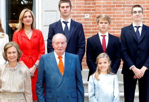 Miguel Urdangarin junto a sus hermanos, los Reyes eméritos, la Infanta Crsitina y la Infanta Sofía el pasado mes de noviembre