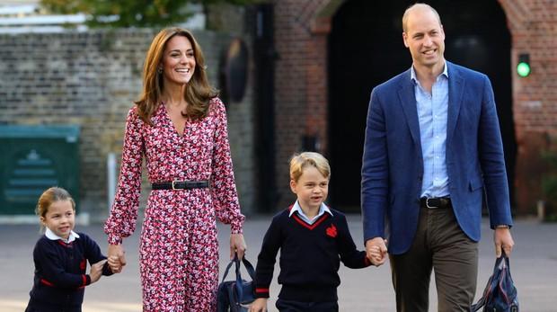 Los duques de Cambridge junto a sus hijos, Jorge y Carlota