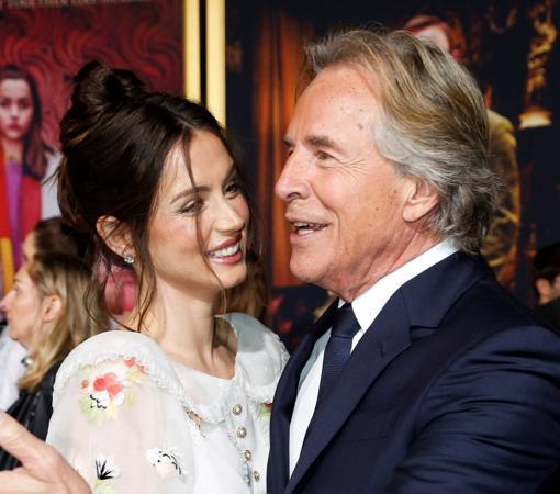 Don Johnson, el exmarido de Melanie Griffith, con Ana de Armas, en el estreno de «Puñales por la espalda» en Los Ángeles