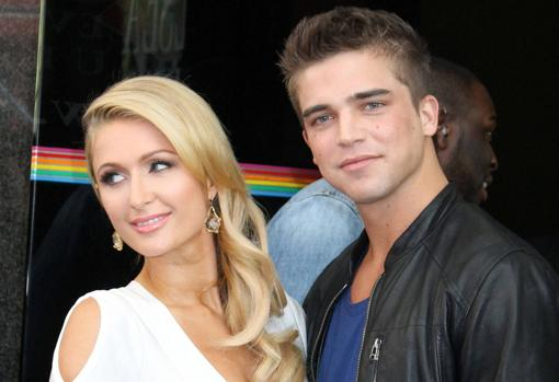 El joven modelo y Paris Hilton