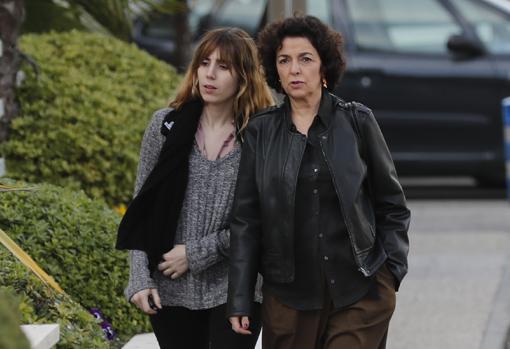 Isabel Oliart, expareja de Sabina, y su hija Carmela