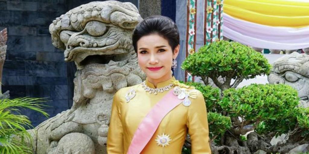 Se filtran más de 1.000 fotos íntimas de la concubina oficial de Rama X, ¿una venganza de la Reina Suthida?
