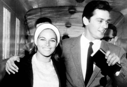 Alain y Nathalie Delon al día siguiente de su boda