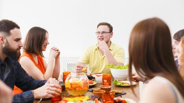 Puedes comer de forma saludable en un restaurante.