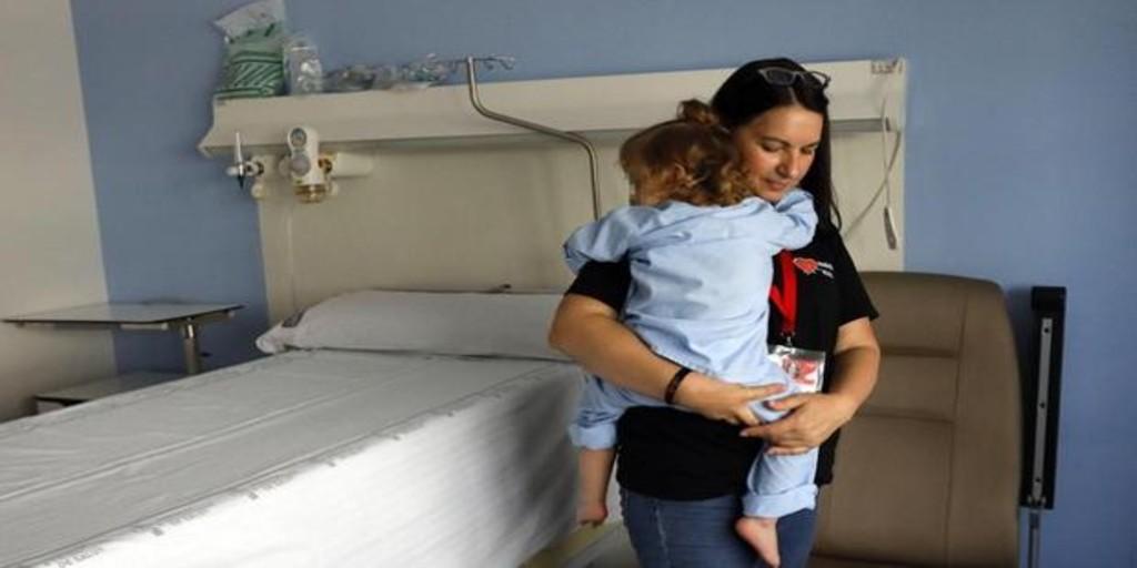 Majo Gimeno creó hace seis años Mamás en Acción para atender a los niños que están solos en los centros hospitalarios