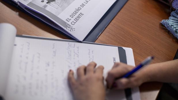 Un grupo de 14 alumnos en situación de vulnerabilidad estudian para encontrar un empleo estable