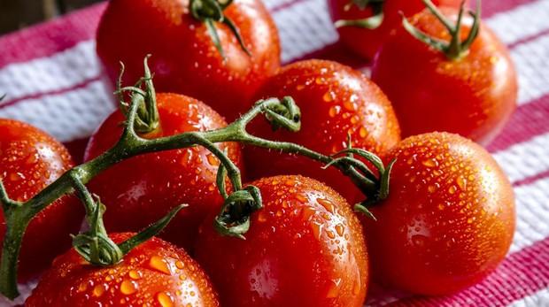 Los tomates contienen licopeno, que es un fotoprotector solar