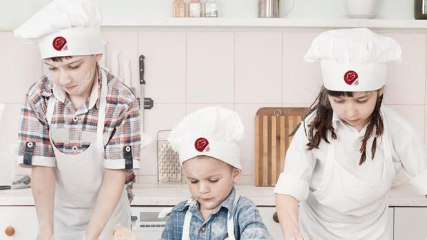 pode aprender técnicas culinárias, bem como organização e trabalho em equipe