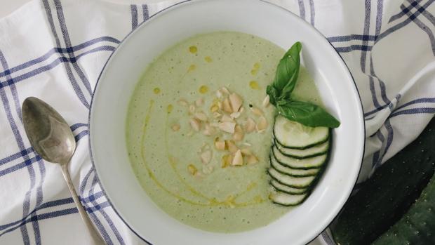 Las sopas frías son opciones nutritivas y refrescantes para el verano