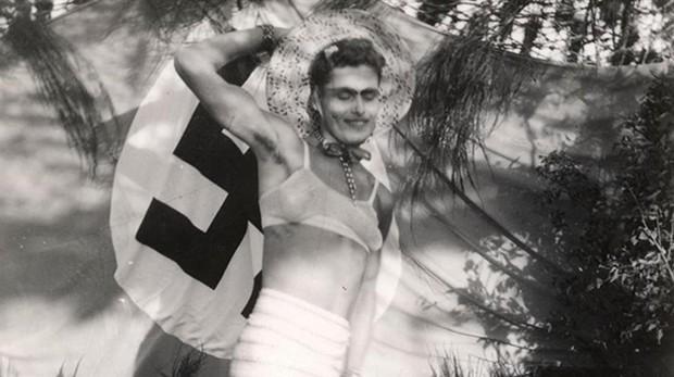 Soldado alemán vestido como una mujer