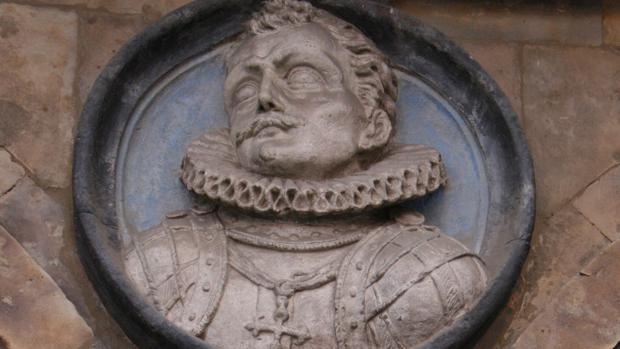 Medallón de Sancho Dávila en el Pabellón de San Martín en la plaza Mayor de Salamanca.