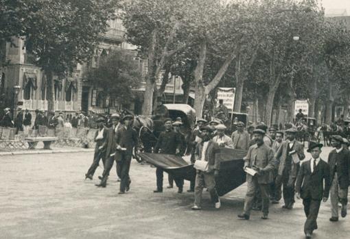 """Manifestación en favor de los huérfanos del """"Valbanera"""""""