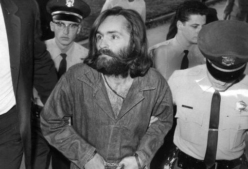Charles Manson es trasladado a la corte