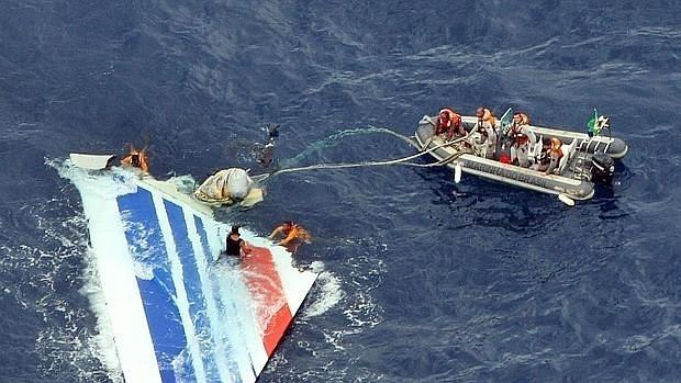 La Armada brasileña recupera restos del avión de Air France que se estrelló en el Atlántico en 2009