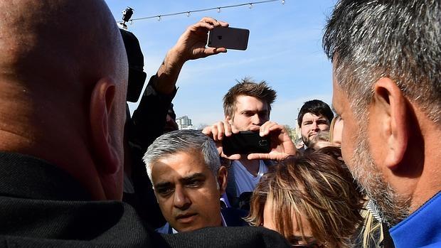 Sadiq Khan, recién elegido alcalde de Londres, es el primer regidor musulmán de una capital europea