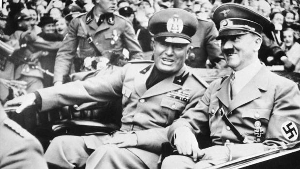 Adolf Hitler, con el dictador italiano Benito Mussolini poco antes de la Conferencia de Múnich de 1938