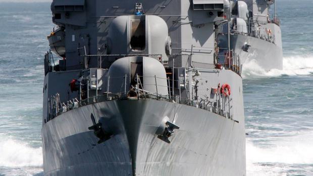 Una corbeta realiza maniobrasdurante un simulacro realizado por la Marina surcoreana frente a lacosta de Taean en 2010