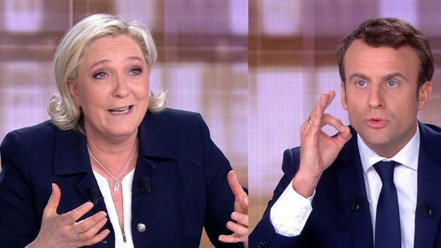 Marine Le Pen (i) y Emmanuel Macron (d), durante el debate electoral televisado