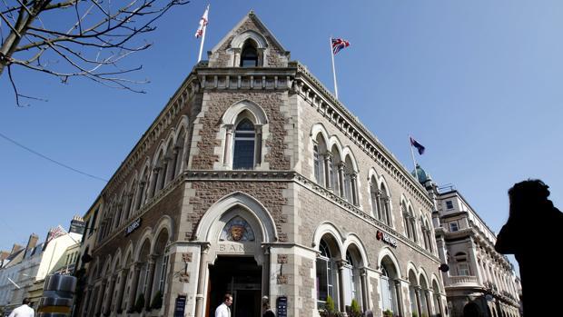 Fachada del Banco Nacional de Westminster en St. Helier, capital de Jersey