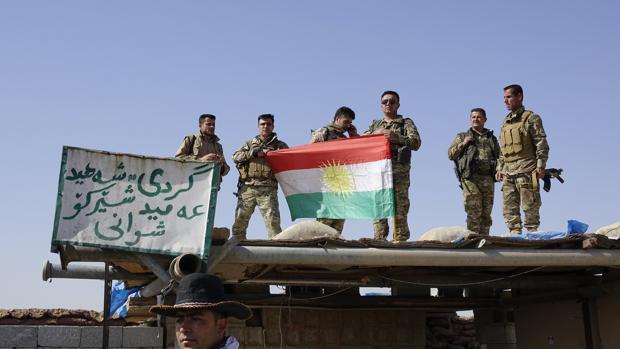 Soldados peshmergas kurdos toman posiciones en el entorno de Kirkuk