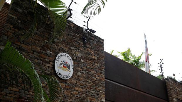 Entrada de la embajada de Chile en Venezuela