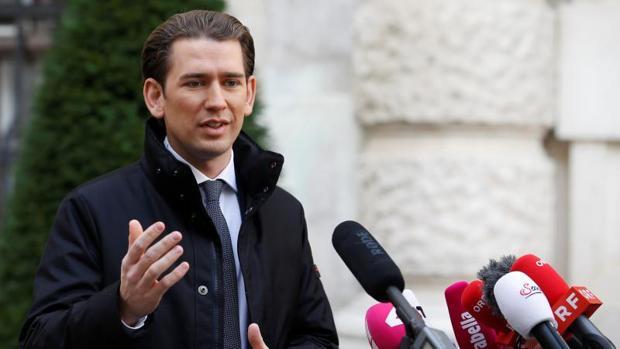 Sebastian Kurz, líder de los conservadores austriacos, a su llegada a la reunión para negociar la coalición de gobierno, este martes en Viena