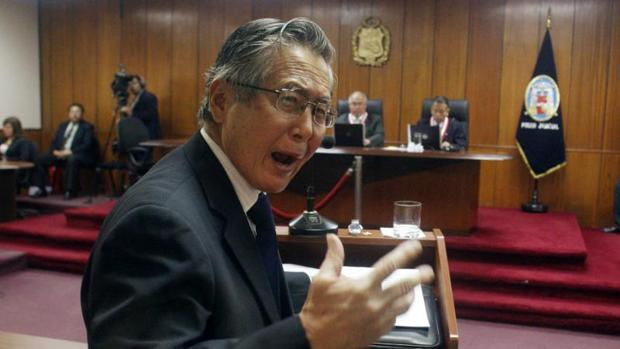 Alberto Fujimori comparece ante la Justicia peruana el 1 de abril de 2009