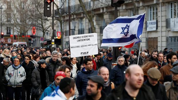 Manifestación en memoria de Mireille Knoll, superviviente del Holocausto asesinada en París