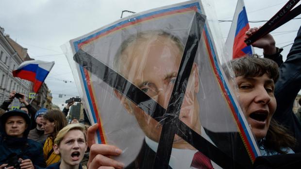 Los partidarios de la oposición asisten a una concentración no autorizada contra Putin convocada por el líder opositor Alexei Navalni