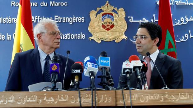 Josep Borrell, junto al ministro marroquí de Exteriores, Naser Burita, en la rueda de prensa conjunta en Rabat