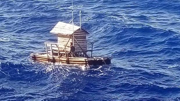 Aldi, de 19 años, sobrevivió dos días a la deriva en esa plataforma