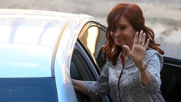 Cristina Fernández a la salida de un tribunal en Buenos Aires el mes pasado